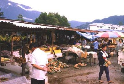 Nabalu Handicraft Market near Kinabalu Park
