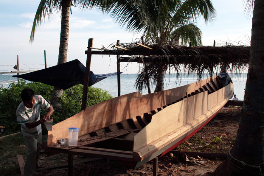 Boat building on Mabul