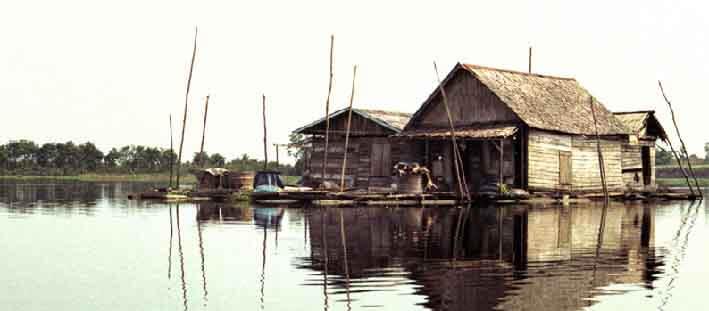 Houses on Lake Jempang at Tanjung Isuy