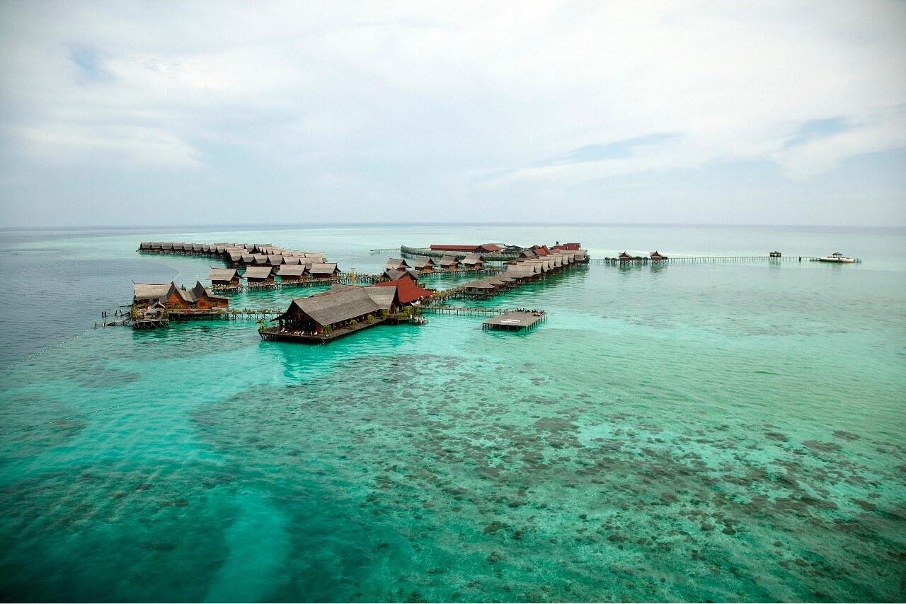 Kapalai Resort - Restaurant in foreground