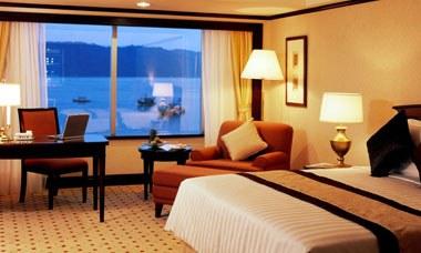 Le Meridien Hotel Deluxe King Room