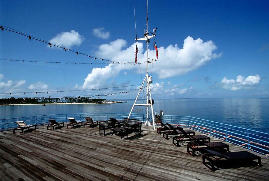 Sundeck with view to Mabul in the background - Seaventures Dive Resort